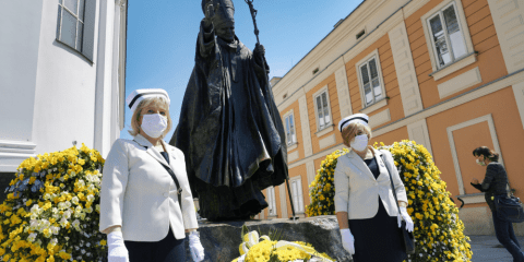 Nurses in protective masks stand in front of a statue of St. John Paul II in Wadowice, Poland, on May 18, during a ceremony to commemorate the 100th anniversary of the late pope's birth. Photo: CNS/Agencja Gazeta via Reuters