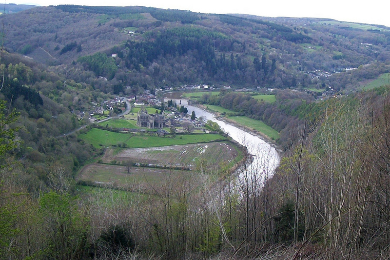 wordsworth lines composed a few miles above tintern abbey