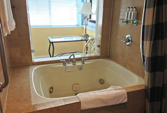 California Hot Tub Suites  Hotels With Private InRoom