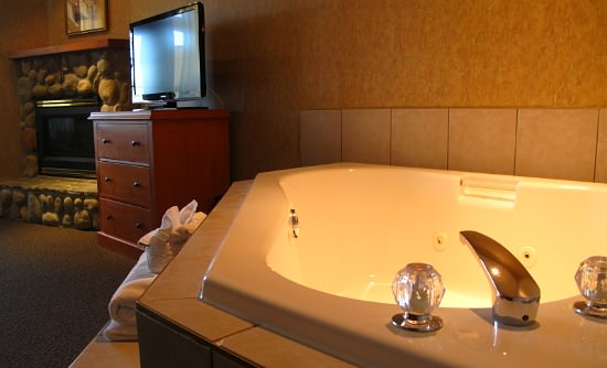 North Carolina Jacuzzi Suites  Romantic Hotel Rooms  NC