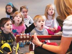 bernyanyi-bersama-anak-speech-delay-2