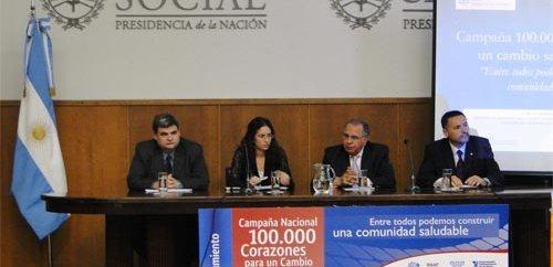 """El Ministerio de Salud lanzo la campaña """"100.000 Corazones para un cambio saludable"""""""