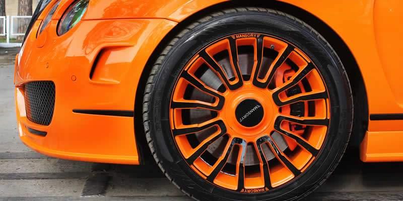 Deux raisons pour lesquelles vous devriez faire installer des jantes et des roues personnalisées sur votre voiture