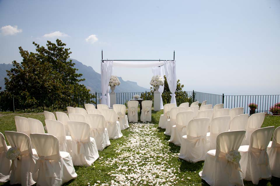 Outdoor civil wedding in Ravello