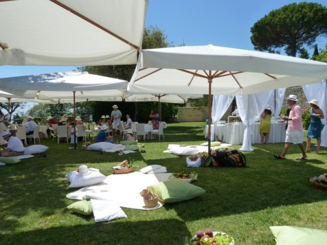 Pic-nic on the grass the day after the wedding