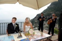 Outdoor ceremony in a panoramic terrace overlooking Positano