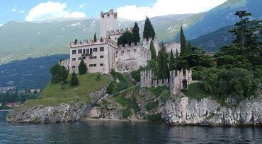 Spectacular castle in Malcesine, for outdoor weddings
