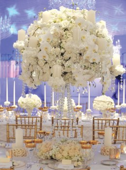 Luxurious table decors with orchids and roses