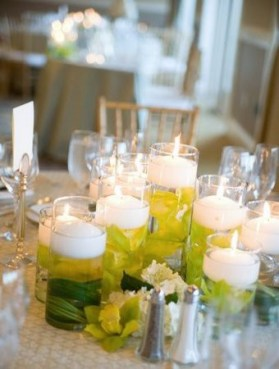 Floating candles centerpieces, source Projectwedding.com