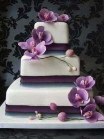 radiant orchid wedding cake