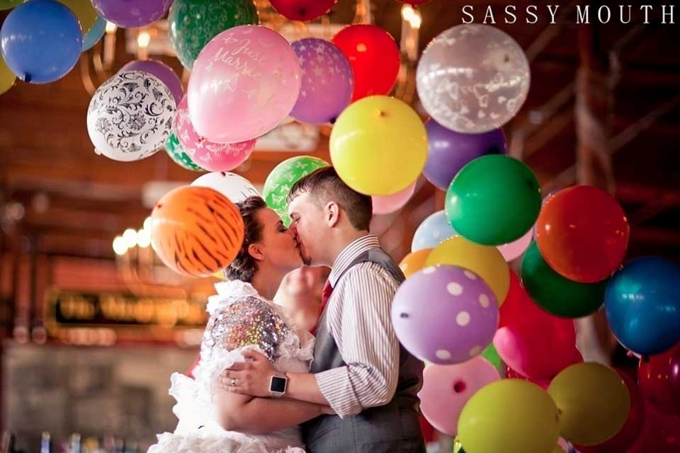 Balloon drop during wedding ceremony