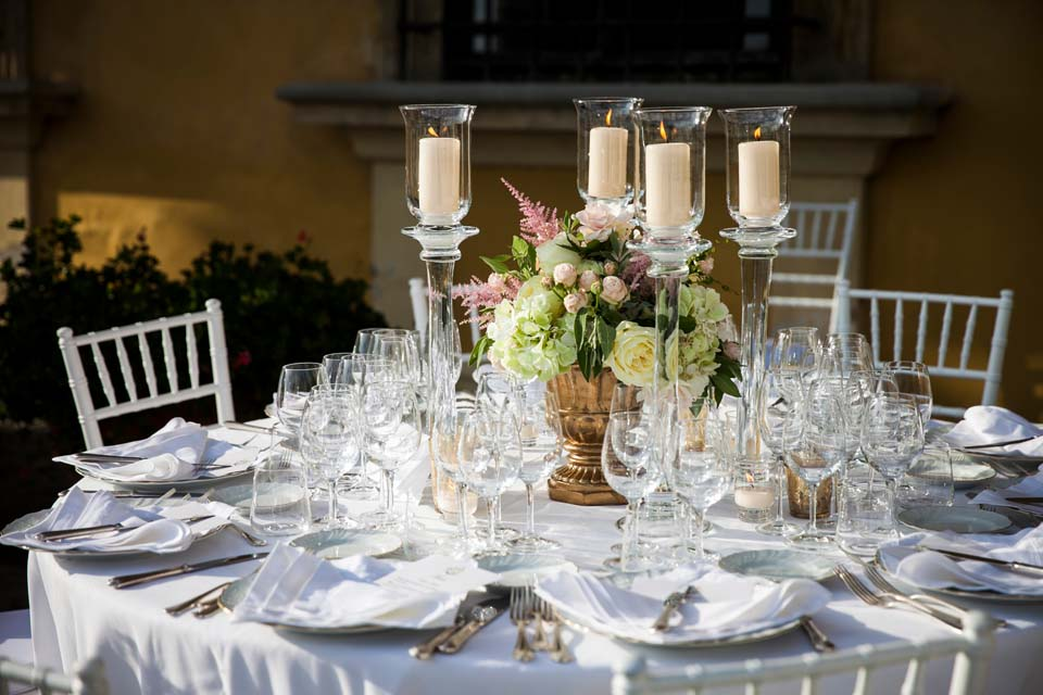 Country chic decorations for outdoor wedding banquet