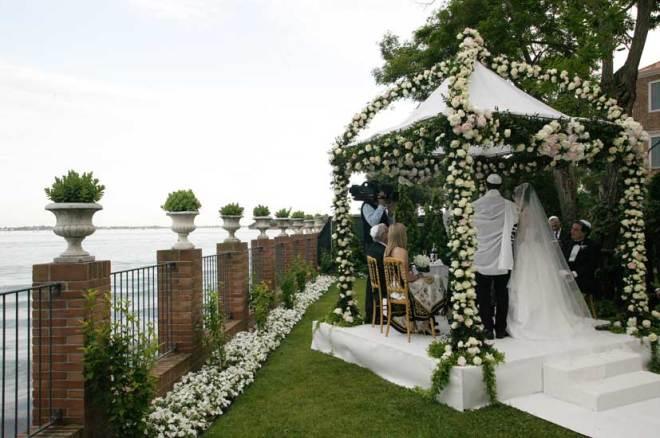 Oudoor Jewish wedding in Venice