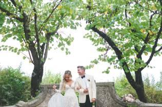 Bridal couple in the park of Villa Cimbrone