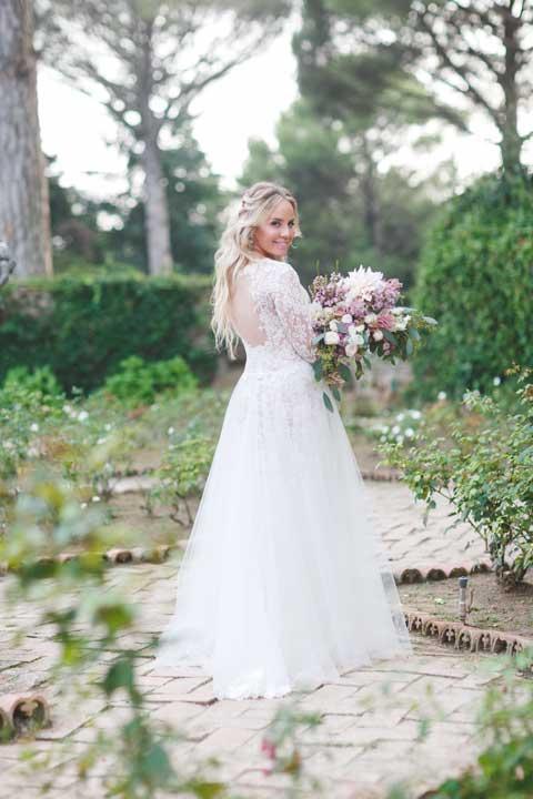 Bride in the garden of Villa Cimbrone