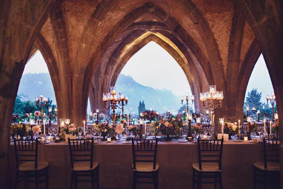 Wedding banquet under the arches of Villa Cimbrone
