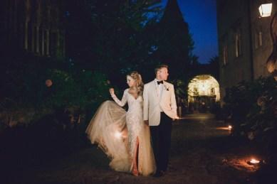 Elegant bridal couple in Ravello
