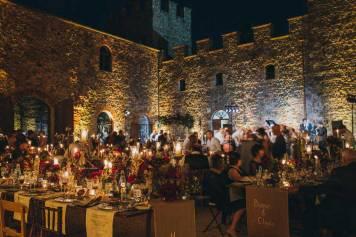 Wedding banquet in the castle courtyard of Modanella