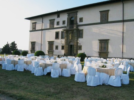 villa-le-corti-outdoor-banquet