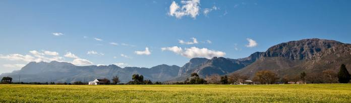 gallery-Hamish-NIVEN-photography-mountains-behind-Paarl