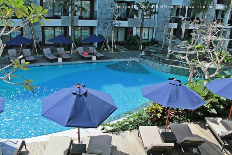 courtyard marriott seminyak pool1