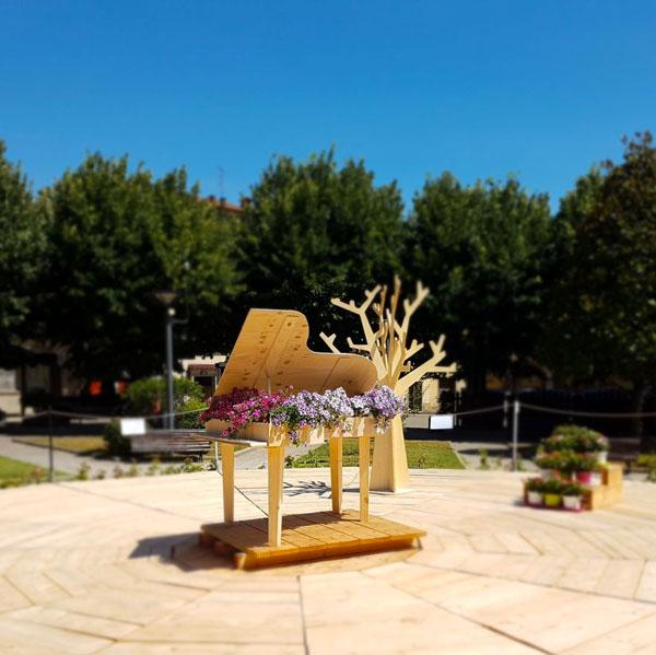 NATURALMENTE PIANOFORTE: dal 18 al 22 luglio a Pratovecchio Stia (Arezzo). Con le esibizioni di: Vinicio Capossela - Uri Caine - Matthew Lee - John De Leo - L'Aura e molti altri