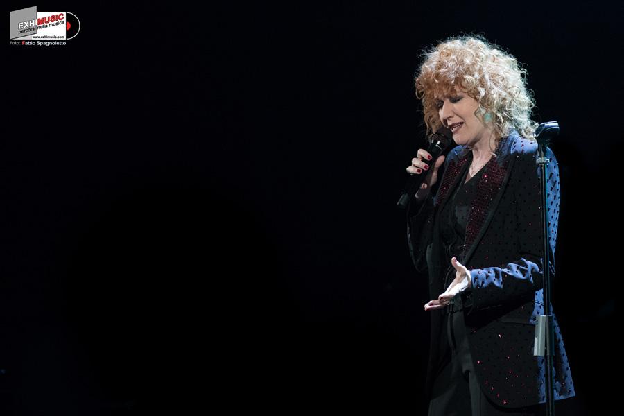 Fiorella Mannoia: le foto del concerto di Bologna del 15 maggio 2019 al Teatro EUROPAUDITORIUM. Foto gallery di Fabio Spagnoletto