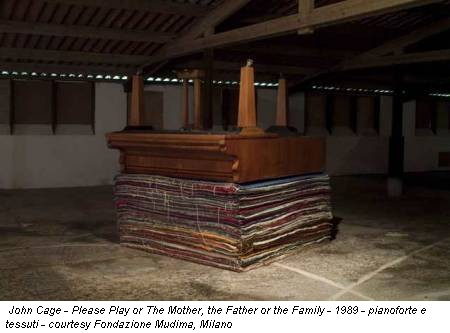 John Cage - Please Play or The Mother, the Father or the Family - 1989 - pianoforte e tessuti - courtesy Fondazione Mudima, Milano