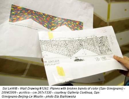 Sol LeWitt - Wall Drawing #1262: Planes with broken bands of color (San Gimignano) - 2004/2009 - acrilico - cm 267x1330 - courtesy Galleria Continua, San Gimignano-Beijing-Le Moulin - photo Ela Bialkowska