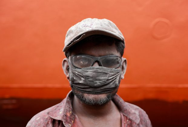 Muhammad Amdad Hossain, A Worker, primo classificato nella categoria Portraits