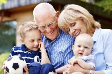 Dziadkowie – Jak ważna jest ich rola w wychowaniu