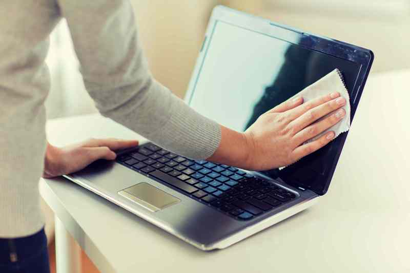 Jak czyścić ekran i klawiaturę komputera