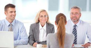 kobieta podczas rozmowy kwalifikacyjnej