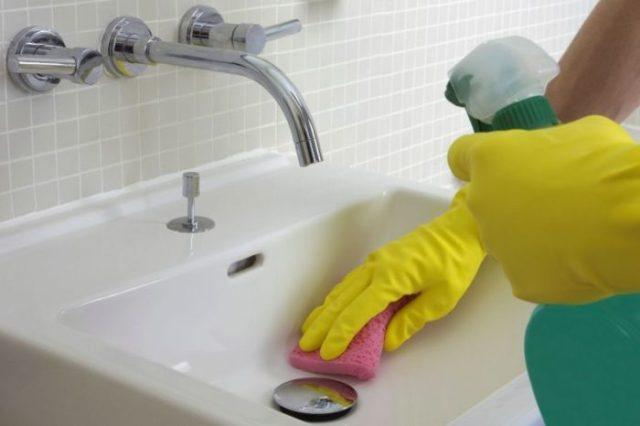 posprzątanie łazienki