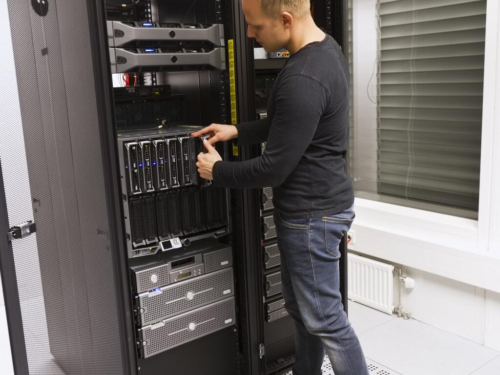 Edge server decommissioning