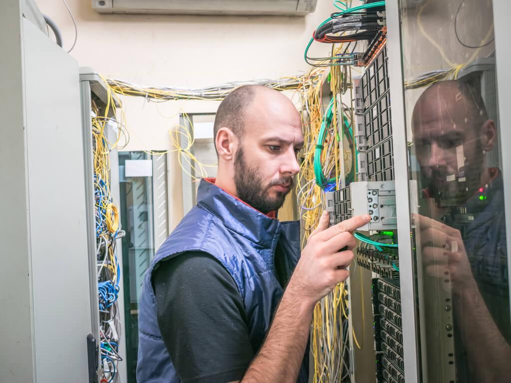 deinstallation of server from rack