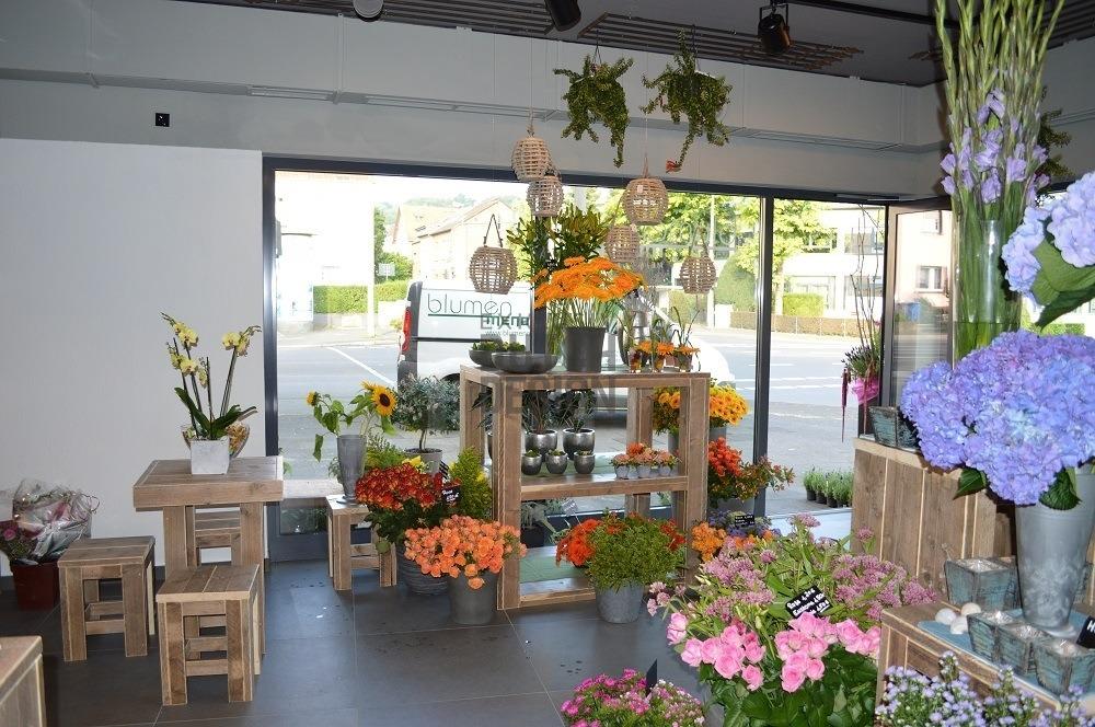 Blumengeschft Einrichtung aus Bauholz  Bauholz