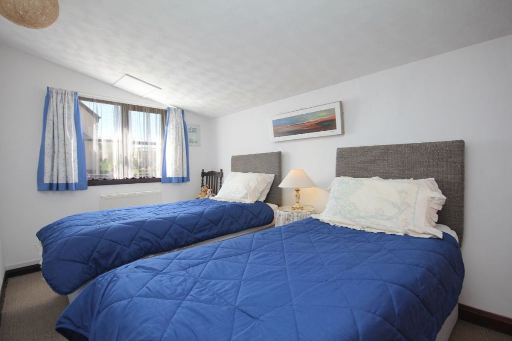 Stable Cottage, West Withy Farm, twin bedroom