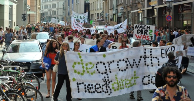 Demonstration at the end of the Fourth International Conference on Degrowth in the German city of Leipzig from September 2-6, 2014. (Creative Commons/http://leipzig.degrowth.org)