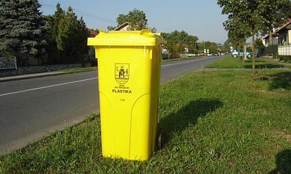 Yellow recyling bin for plastic in Croatia