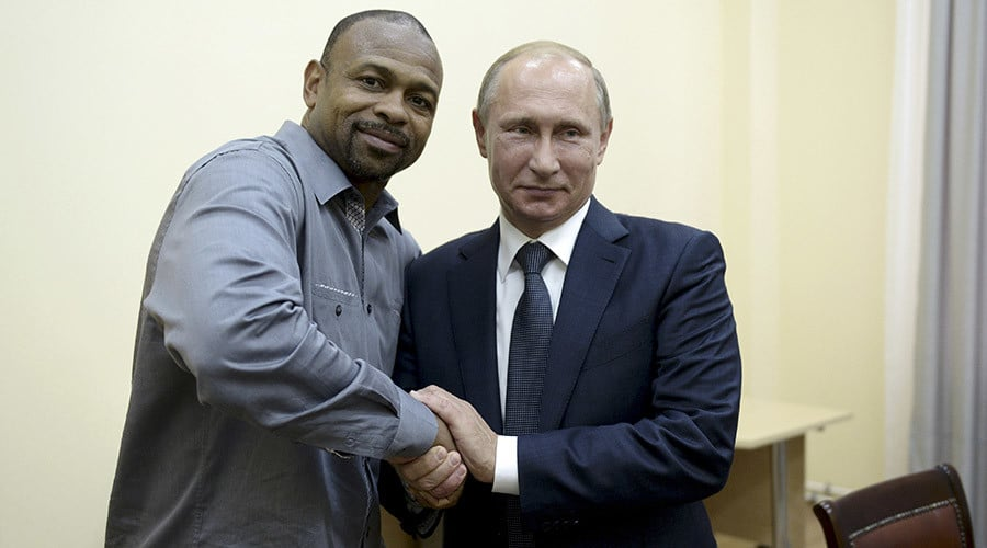 Russian President Vladimir Putin (R) meets with U.S. boxer Roy Jones, Jr. in Sevastopol, Crimea, August 19, 2015. REUTERS/Aleksey Nikolskyi/RIA Novosti/Kremlin ATTENTION EDITORS - THIS IMAGE HAS BEEN SUPPLIED BY A THIRD PARTY. IT IS DISTRIBUTED, EXACTLY AS RECEIVED BY REUTERS, AS A SERVICE TO CLIENTS. - RTX1OTSF