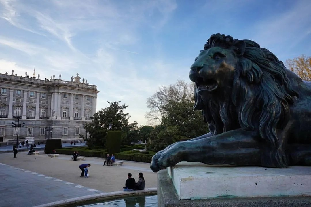 corruption in the spanish government and royal family