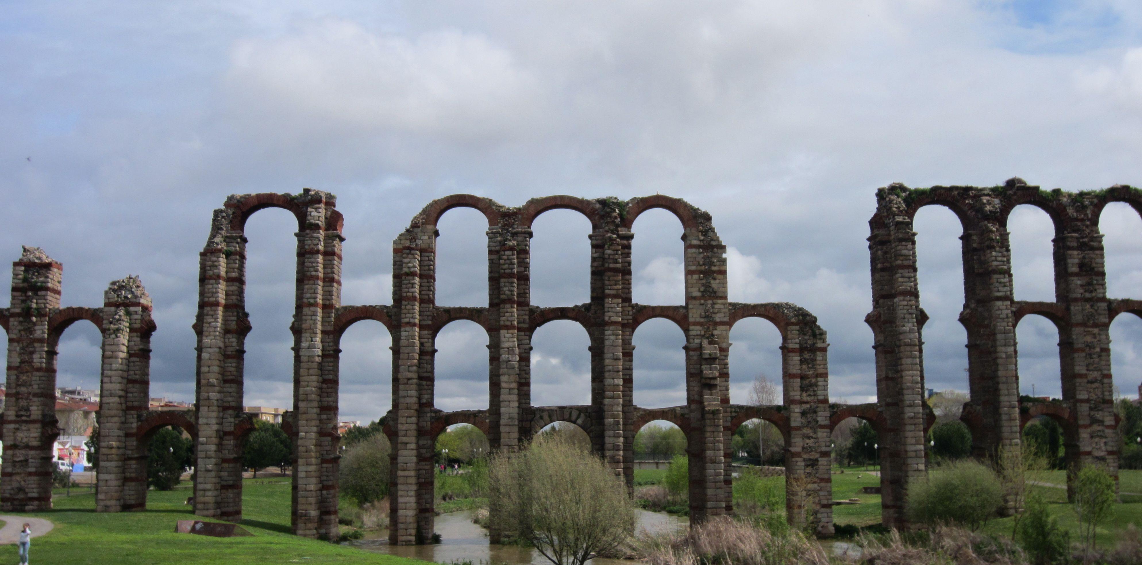 aqueduct merida spain