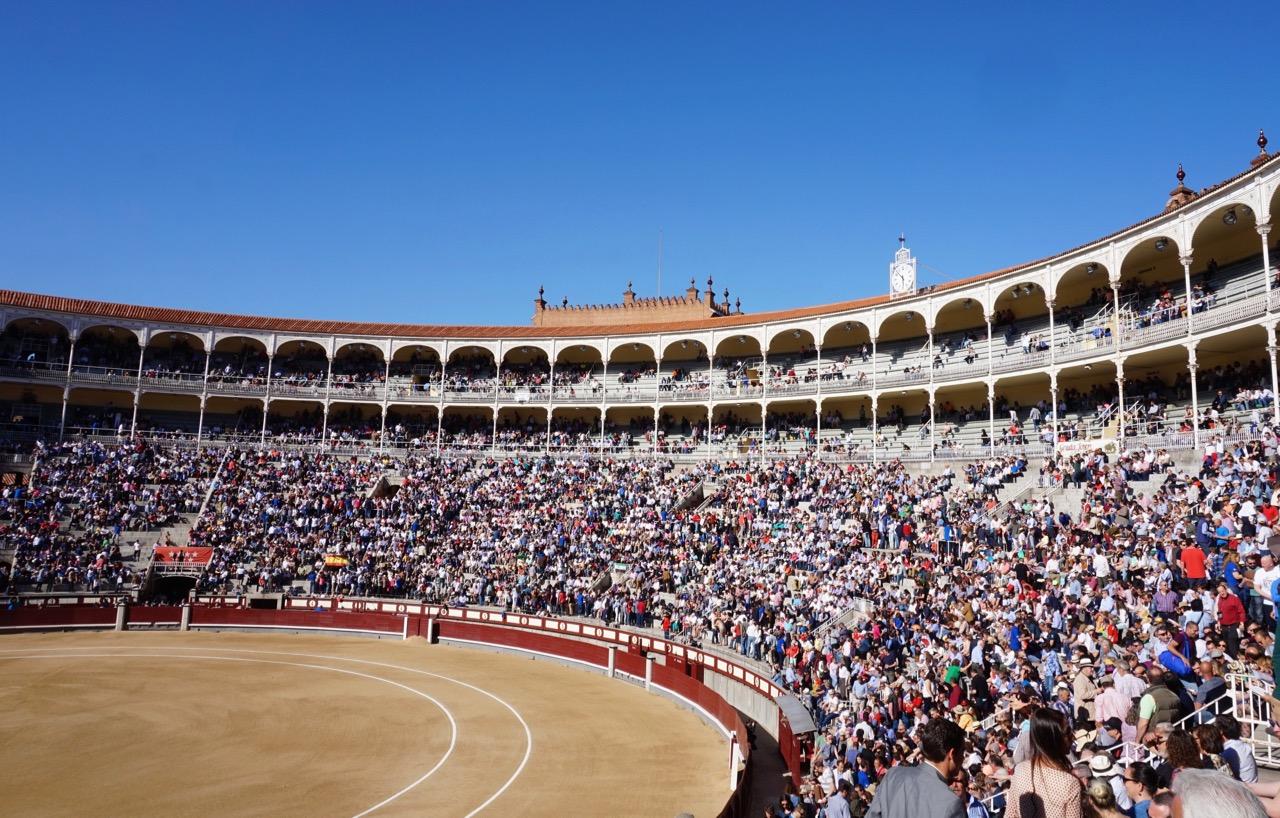 bullfighting crowd inside ventas