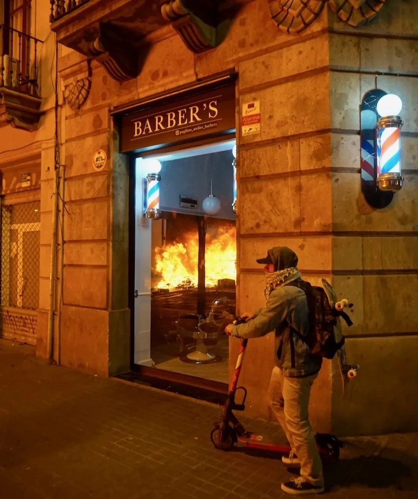 pablo hasel riots barcelona 2021