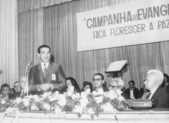 Divaldo Franco na tribuna da antiga sede da FEESP, em São Paulo.
