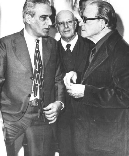 Jorge Rizzini e Menotti Del Picchia. Ao centro, o historiador Paulo da Silveira Santos, na Academia Brasileira de Letras, em 1974.
