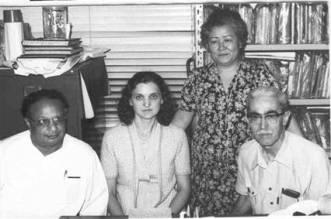 Hernani Guimarães Andrade (à esquerda) com Hemendra Banergee, pesquisador, no Instituto Brasileiro de Pesquisas Psicobiofísicas (IBPP), em 1970.
