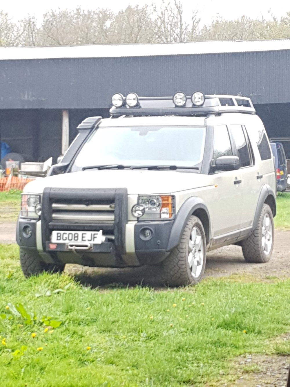 medium resolution of split charge aux battery and fuse box winch and large roof rack