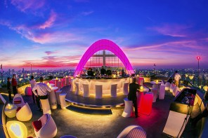 Cru Champagne Bar : the highest rooftop in Bangkok